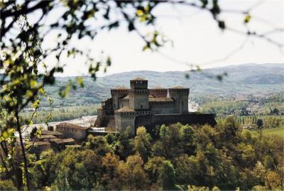 Pictures  Scooter elettrico -Castello di Torrechiara